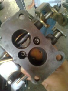 posisi katup gas pada saluran primer